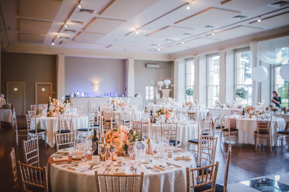 goście weselni na specjalnej diecie osobny stolik