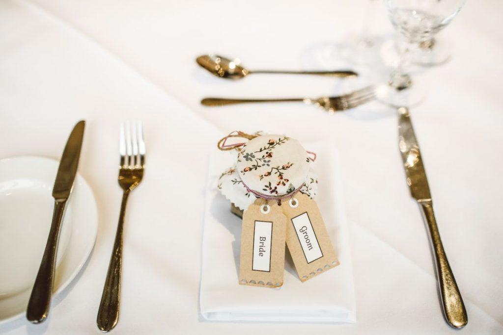słoiczek z miodem prezent dla gości weselnych